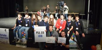 La squadra di robotica al FIRST® LEGO® LEAGUE INTERNATIONAL CHAMPIONSHIP a Bath nel Regno Unito